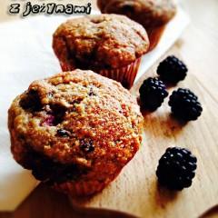Muffiny bananowo-owsiane z jeżynami